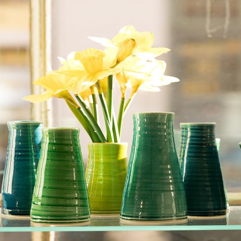 Vaser med påskeliljer