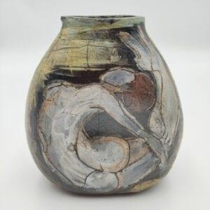 Keramikvase med figur