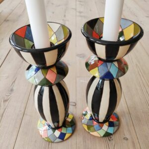 lysestager i keramik med mange farver