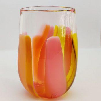 Glasvase med orangerøde farver